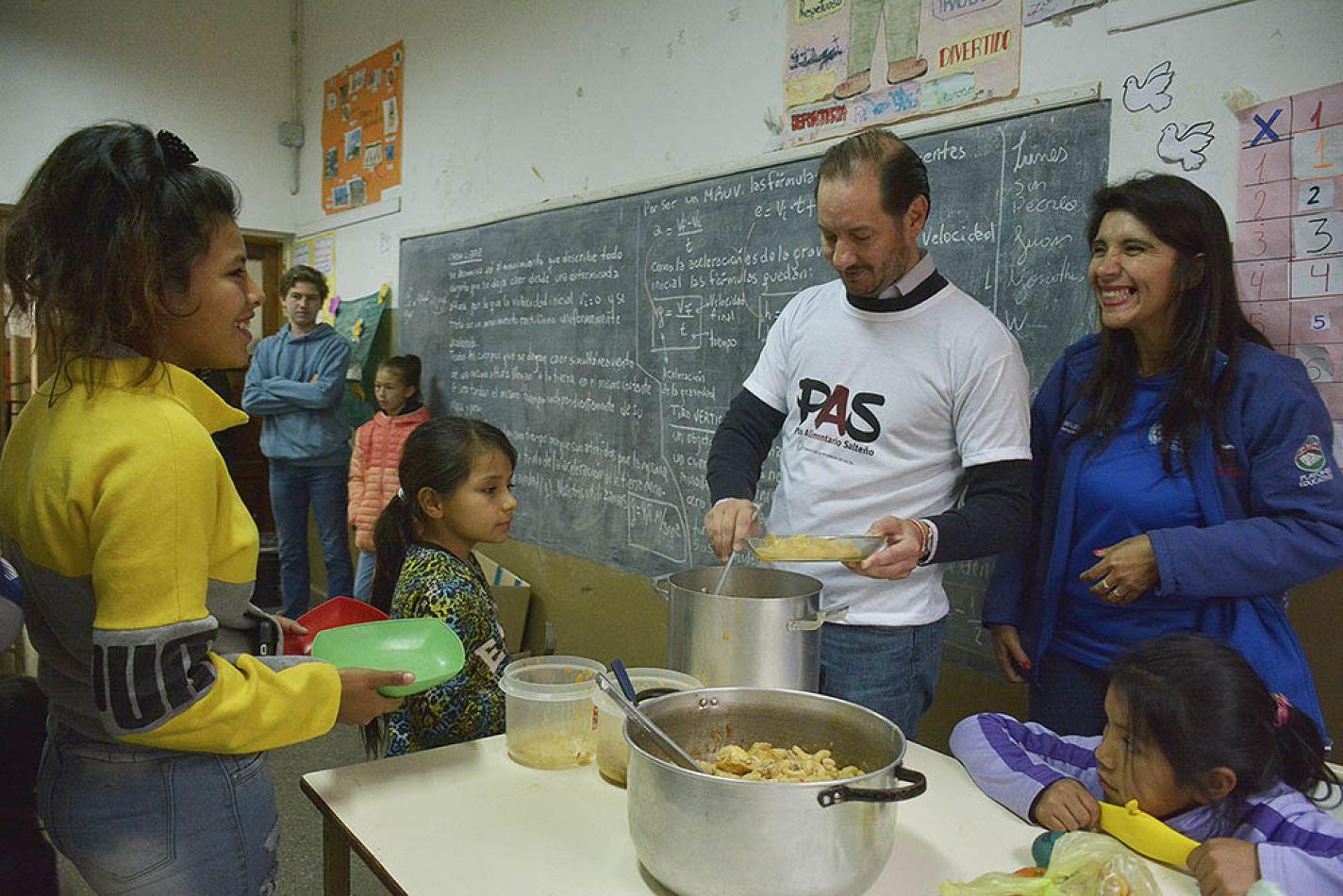 Baltasar Saravia recorriendo escuelas