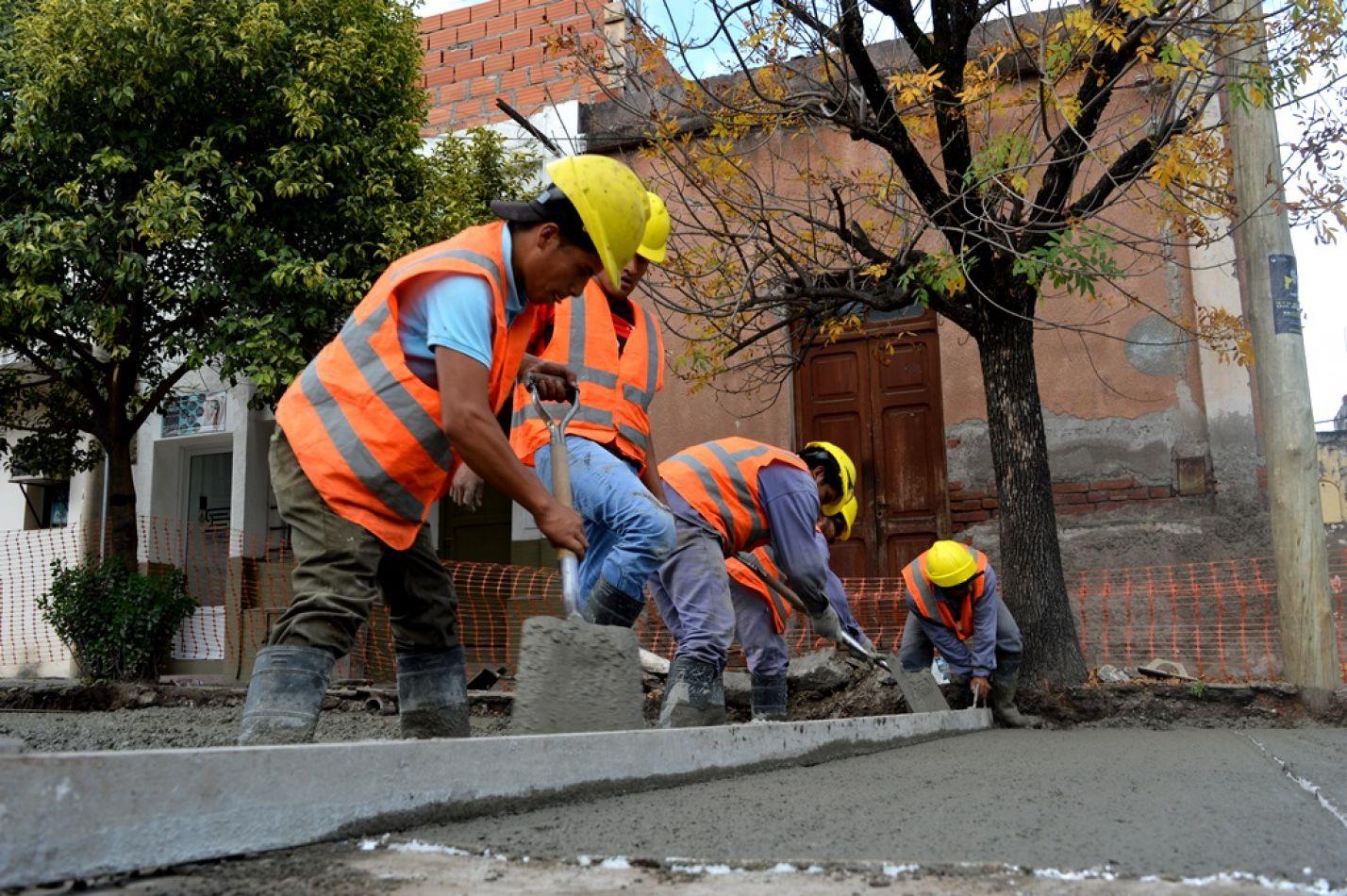 Cuadrillas reparando obras ya realizadas