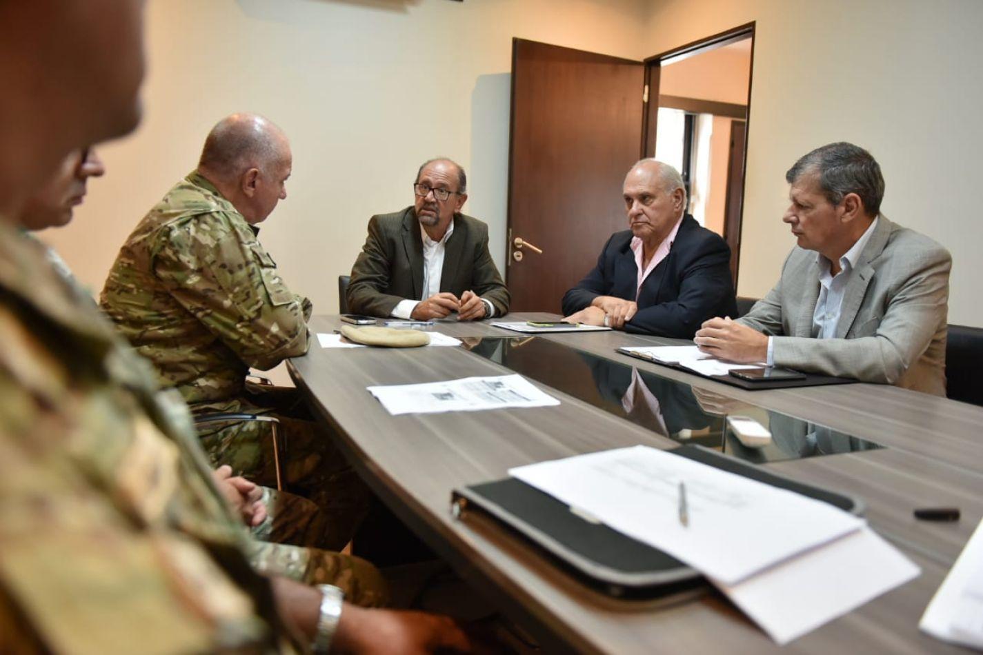 Reunión con autoridades del ejército