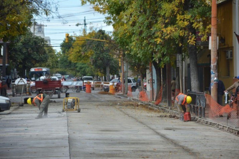 Trabajos en calle Adolfo Güemes