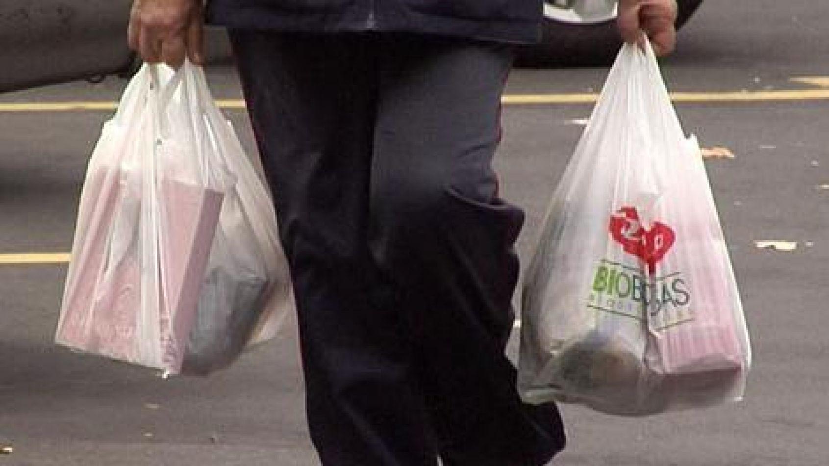 Las bolsas vuelven pero renovadas y más amigables con el medio ambiente