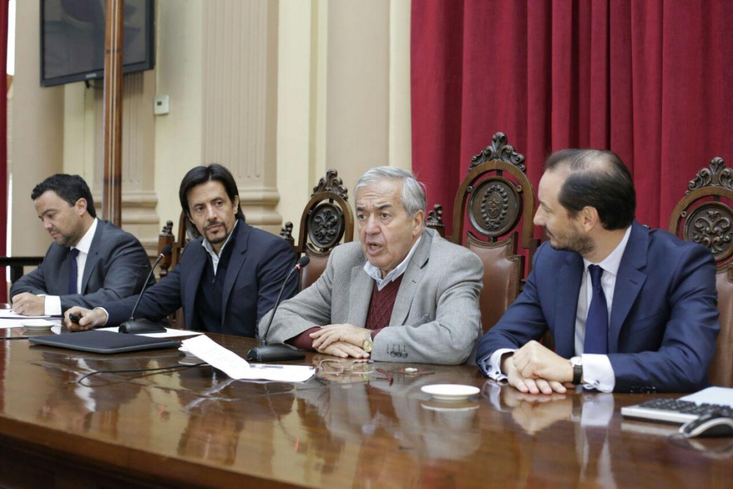 Parodi y ministros del gabinete en Diputados