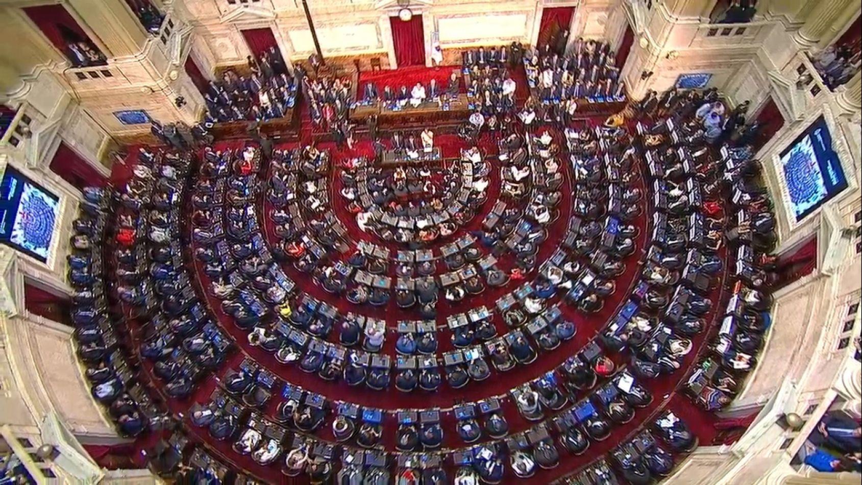 Asamblea: Mucho discurso y pocos anuncios