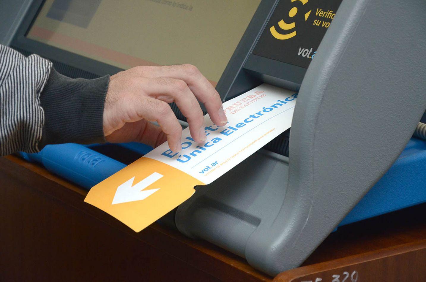Sigue el sistema de voto electrónico